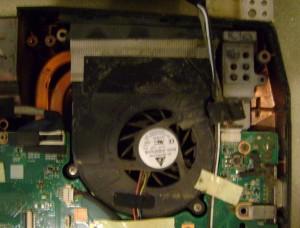 curatare-de-praf-ventilator-laptop